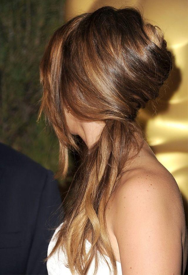 Acconciatura french twist con capelli lunghi