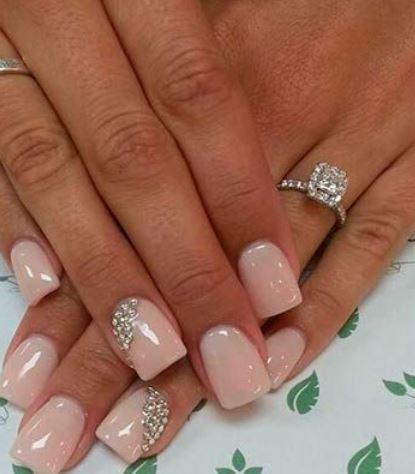 Bridal Nail Art da matrimonio con strass anulare
