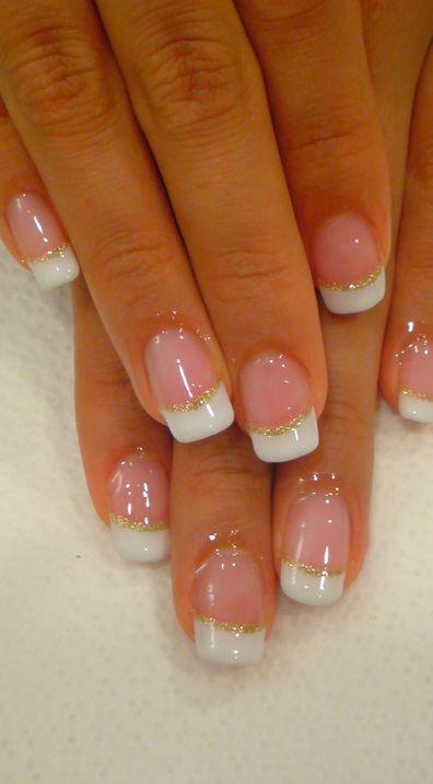 Classica manicure da sposa con french bianco