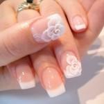 Decorazione unghie con disegno floreale da sposa