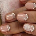 Romantica Manicure rosa da sposa con strass e pizzo bianco
