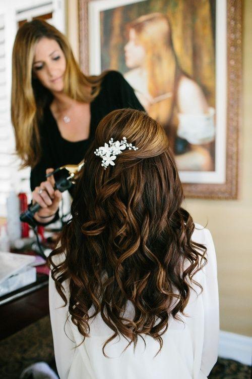 Acconciatura da sposa con capelli sciolti mossi