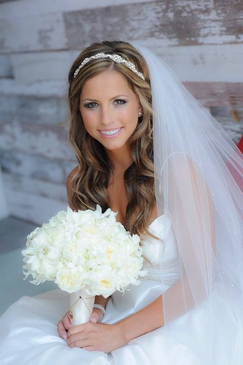 Acconciatura sposa con capelli lunghi sciolti a6f01d2fe0d9