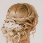 Acconciatura sposa raccolta con capelli lunghi