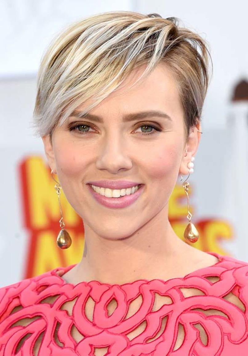 Taglio capelli corti estate 2015 Scarlett Johansson