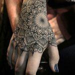 Foto tatuaggio Mandala sulla mano