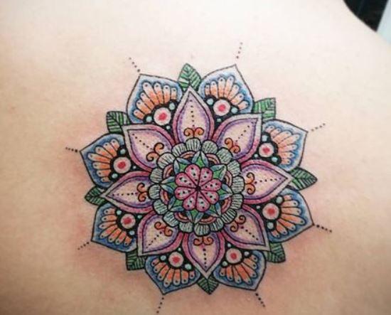 Immagine Tatuaggio Mandala Colorato sulla schiena