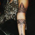 Tatuaggio Mandala lungo il braccio