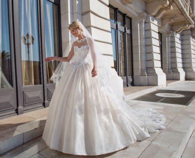 Abiti da Sposa 2017 Collezione Alessandra Rinaudo - Lei Trendy d0bd68e15d5