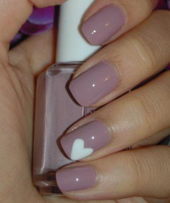 Manicure romantica e semplice per San Valentino