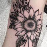 Foto tatuaggio girasolo simbolo di felicita
