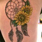 Tatuaggio girasoli con acchiappasogni
