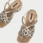 Sandalo in pelliccia con strass Zara prezzo 149 euro