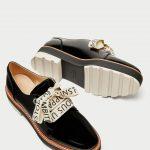 Scarpe derby con lacci scritti Zara prezzo 39 95 euro