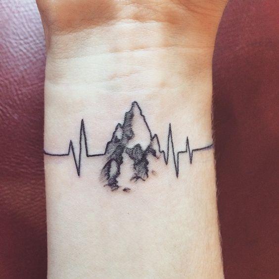 Tatuaggio battito cardiaco per gli amanti della montagna