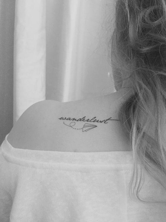 Tatuaggio wanderlust sulla spalla