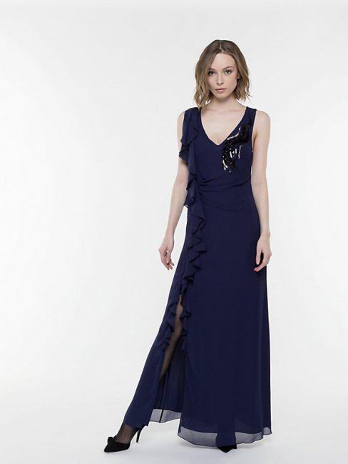Elegante abito lungo da cerimonia Patrizia Pepe in un raffinato colore blu  notte dd2afe4dd48