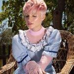 Taglio capelli corti donna con sfumature pink by Kin Cosmetics