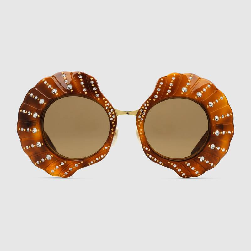 Occhiali da sole Gucci a forma di conchiglia 1500 euro