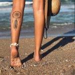 Tatuaggio cattura sogni sul polpaccio