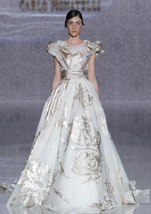 Abito da sposa Carlo Pignatelli 2020 con dettagli argento