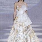 Abito da sposa con maxi fiocco e dettagli in oro Carlo Pignatelli 2020