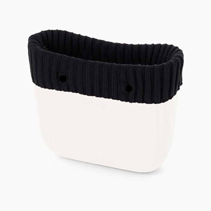 Bordo invernale in lana nera a coste larghe
