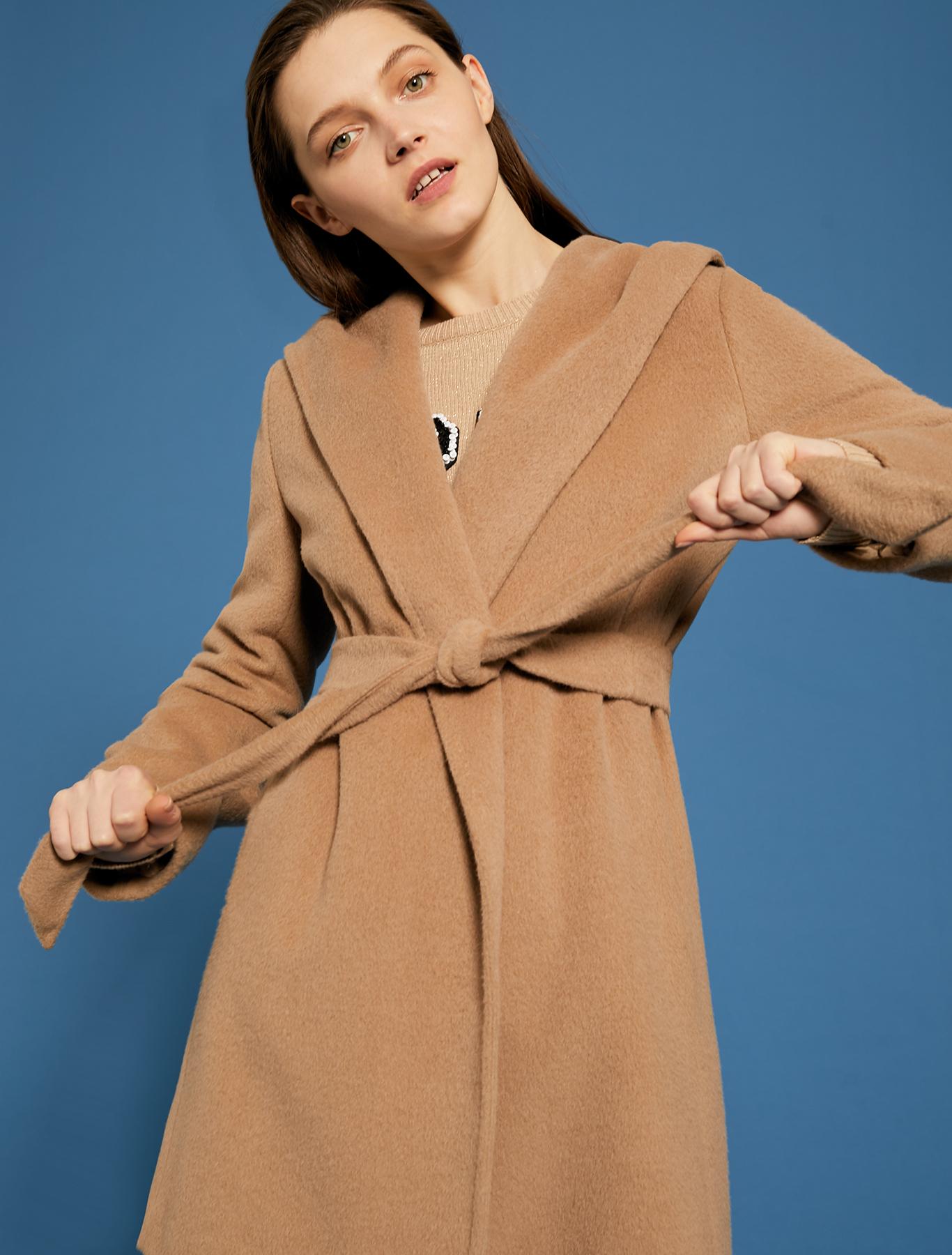 Cappotto corto a vestaglia color cammello prezzo 369 euro modello Alassio