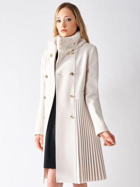 Cappotto con collo di pelliccia e lavorazione plisse Rinascimento inverno 2020