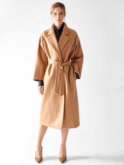 Cappotto lungo a vestaglia color cammello Rinascimento inverno 2020
