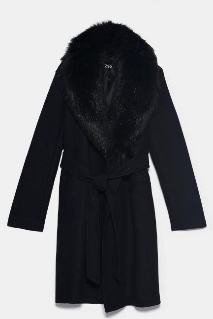 Cappotto nero a vestaglia con collo di pelliccia sintetica Zara 2020