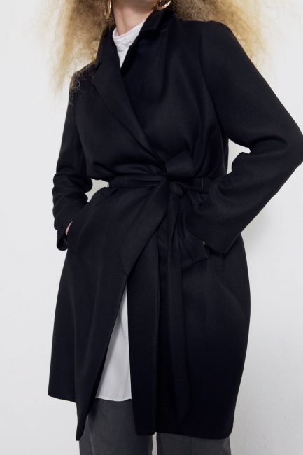 Cappotto nero con cintura Zara collezione inverno 2019 2020