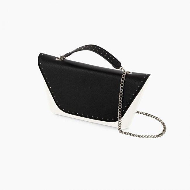 Pattina in ecopelle nera con manichetto e borchie borsa o bag sheen