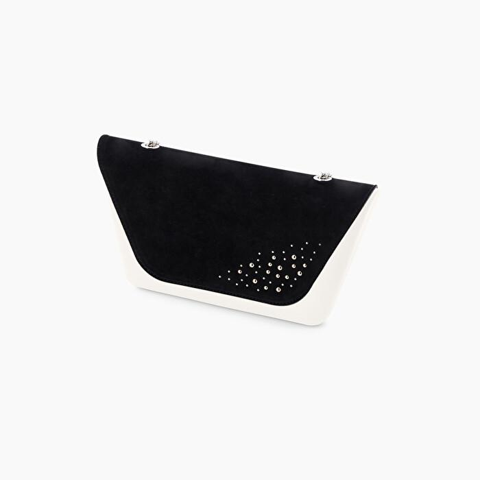 Pattina nera pochette O Bag Sheen con borchie inverno 2020