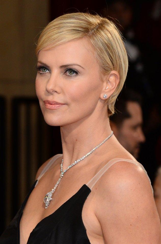 Taglio Capelli corti Charlize Theron Oscar 2014