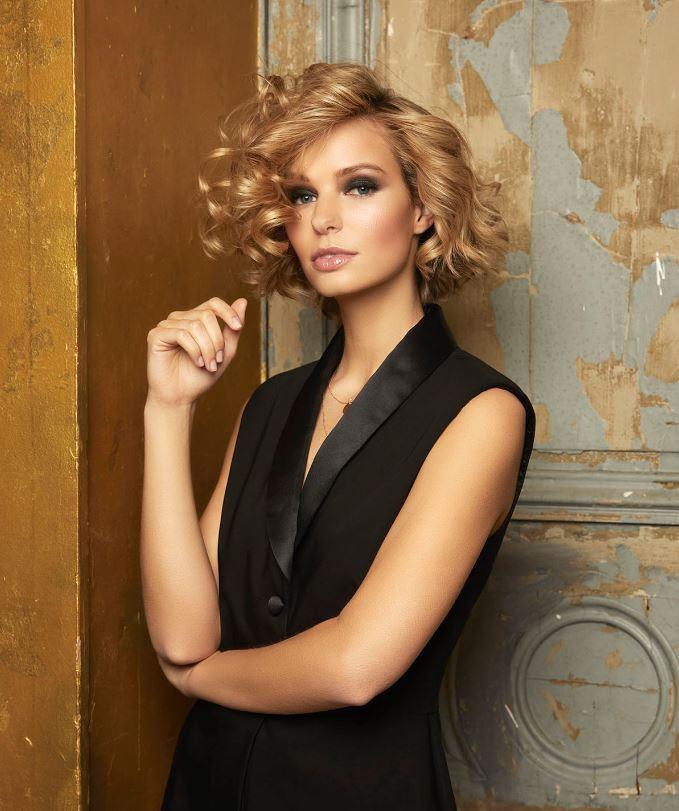 Taglio capelli ricci medio corto donna
