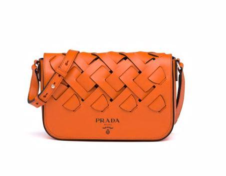 Borsa a tracolla in pelle arancione Prada collezione estate 2020