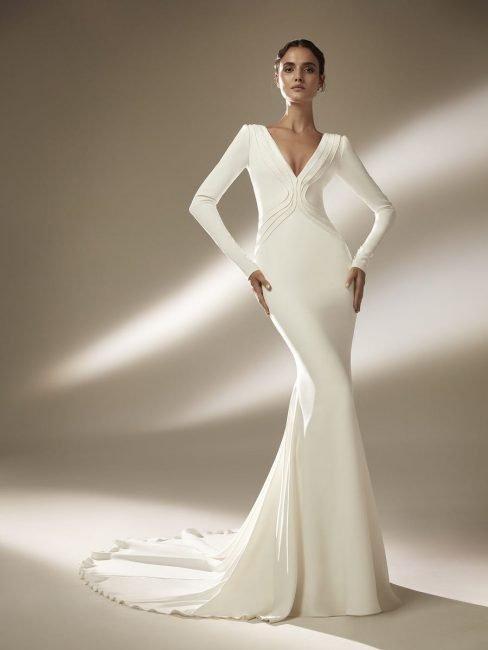 Pronovias abito da sposa a sirena minimal chic
